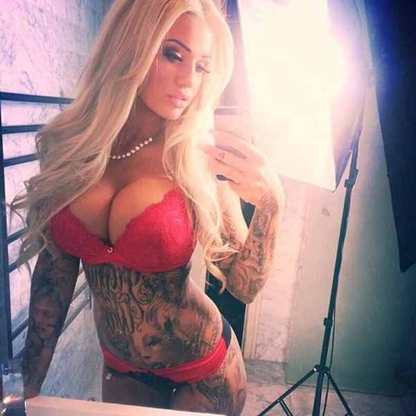 Blonde with giant boobies Candy Charms shows her sweet tattoos № 829521  скачать