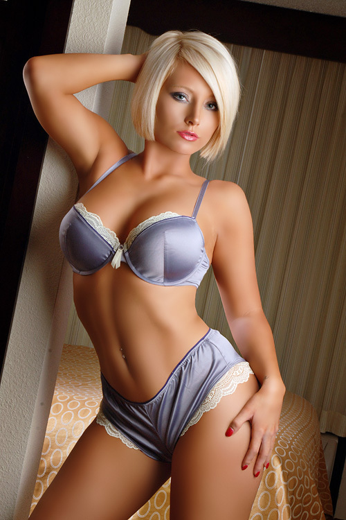 Blonde milf Angela Attison is undressing her blue panties and bra № 1148014  скачать