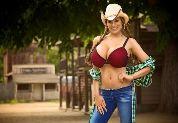 Nude chick Krystal Jordan takes a spin at riding her guy's dick like a cowgirl № 988400 бесплатно