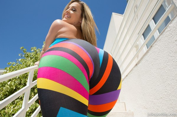 Fatty babe in stockings Kelly Divine exposes her big ass and huge boobs № 32898 без смс