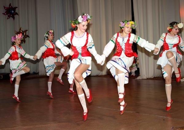 Девушки танцуют задирают ноги фото 240-693