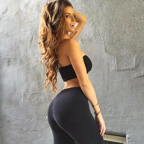 Девушка выгнула спину фото 501-496