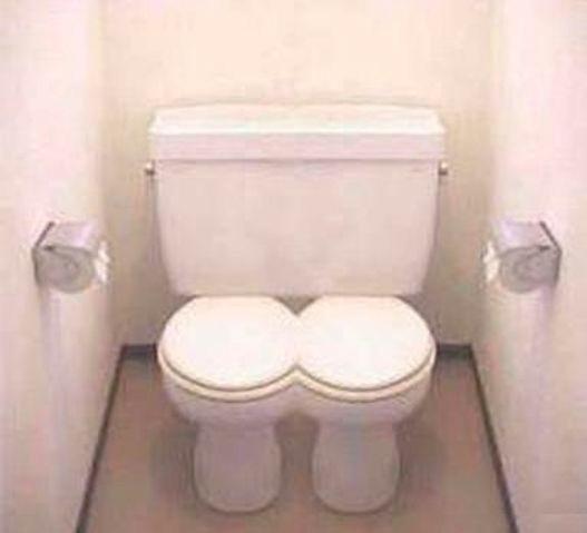 Поход подруг в туалет видео