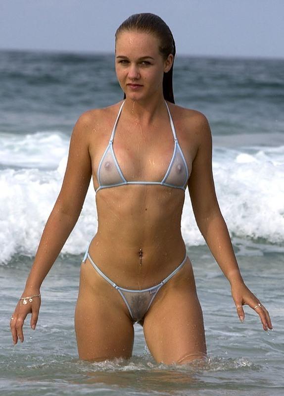 На пляже в прозрачном бикини фото 590-176