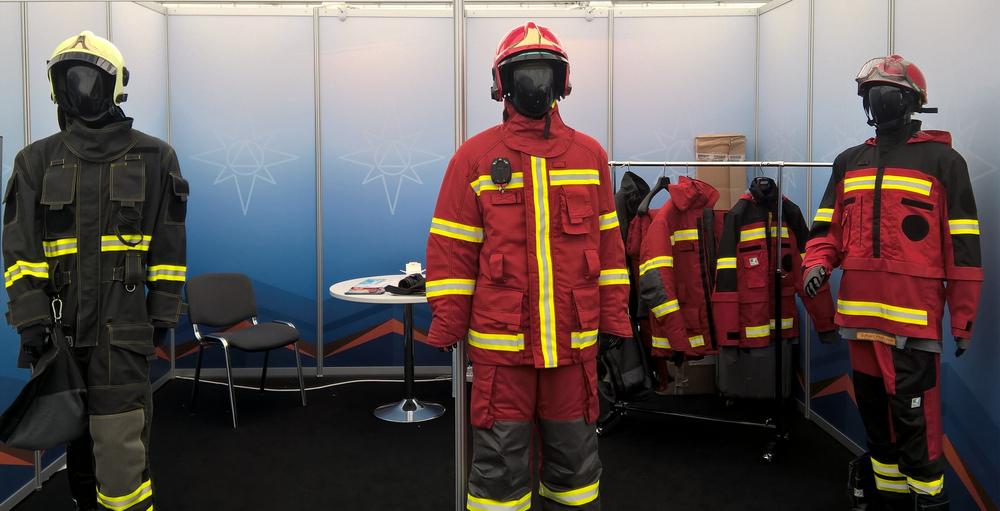 Два пожарника ебут старую начальницу