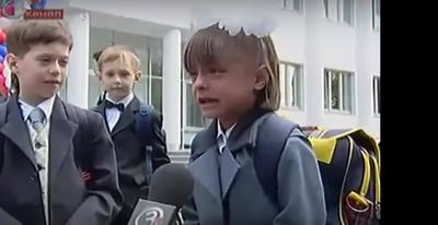 Юный мальчик девочку ебет