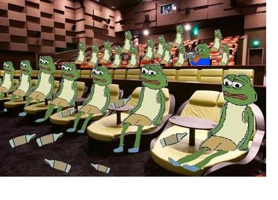 Порно девочка в кинотеатре на последнем ряду фото 132-405