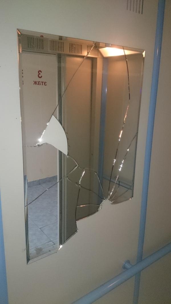 Несанкционированно установленное зеркало в лифте.. Лифт, Портал Наш город, Длиннопост