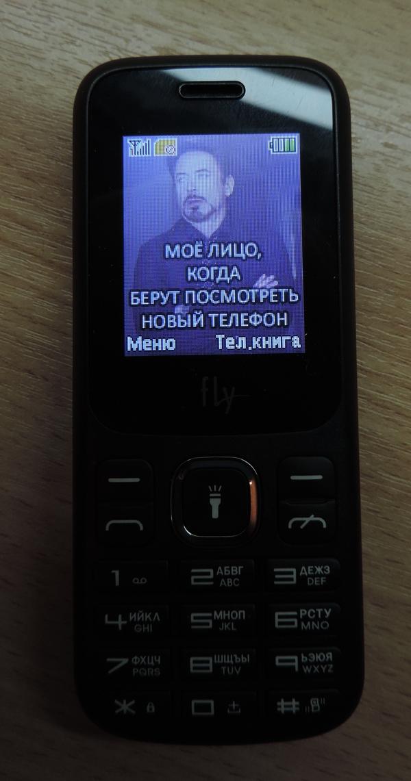 Купил телефон, поставил на заставку Тони Старка....