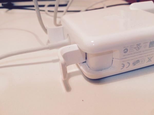 Как надо хранить и транспортировать зарядку от MacBook (MagSafe) Magsafe, Зарядное устройство, Apple, Свет