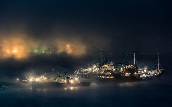 «Ночь у причала» Кольский полуостров, Мурманская область, Судно, Причал, Виталий Новиков, The National Geographic