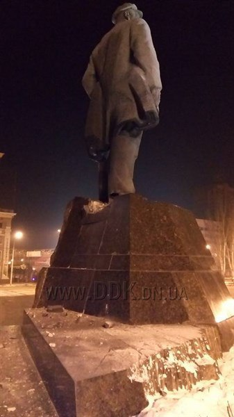 В Донецке неизвестные пытались взорвать памятник Ленину Украина, ДНР, Политика, Терроризм, Донецк, Взрыв