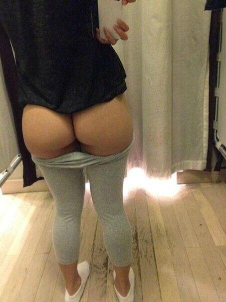 скромница большая попа под одеждой фото