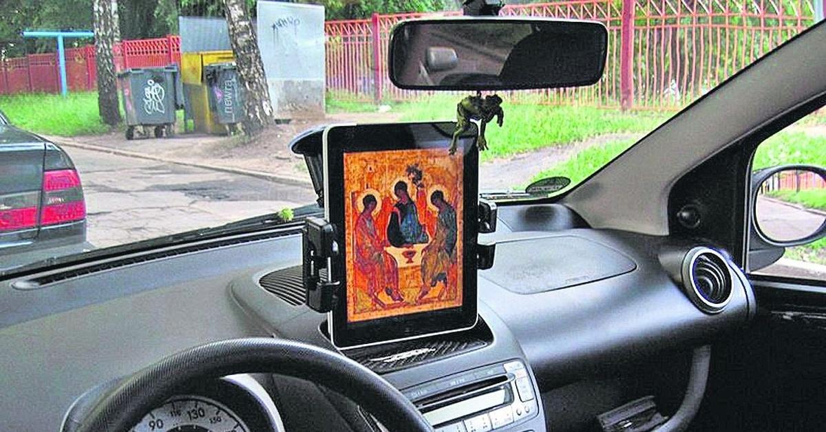 толстым дном где прикрепить фото в автомобиле удобства она может