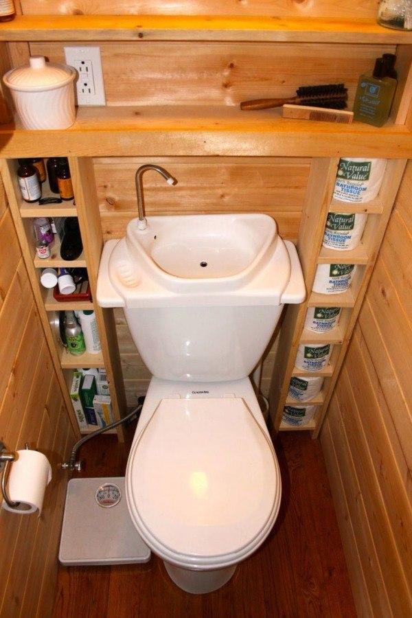 Мама ссыт и подмывается в туалете видео
