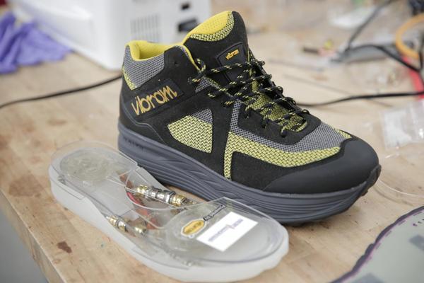 Обувь, производящая энергию, представлена инженерами барбортер, обратное электросмачивание, обувь, технологии