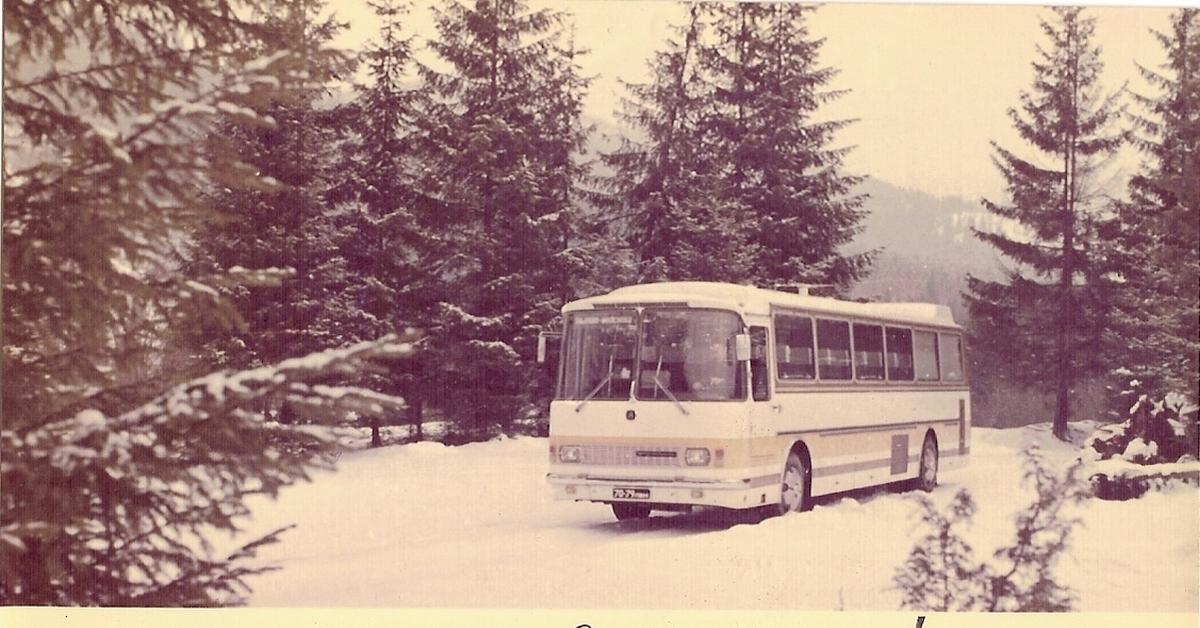 Новогодняя открытка автобус