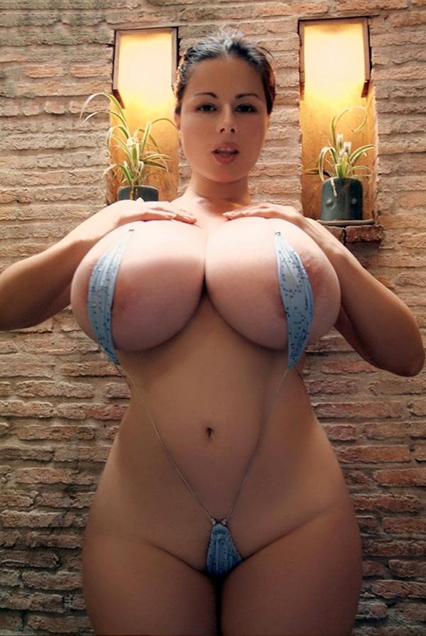 женщины в бикини с большими сосками фото