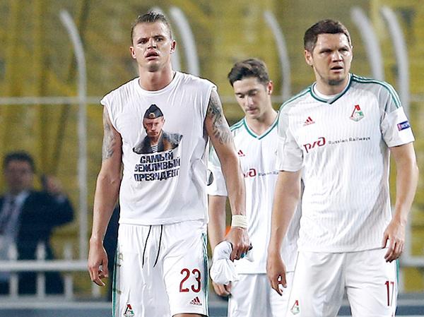 Дмитрий Тарасов после матча с «Фенербахче» показал футболку с Путиным Тарасов, Локомотив, Фенербахче, Футбол, Спорт, Путин