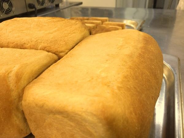 Чёт в ресторанах перестали печь нормальный хлеб.А я вот пеку.Аминь. Хлеб домашний, кирпич, еда, задрали всякие багеты, надо печь наш хлеб, совок, длиннопост