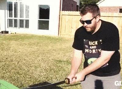 Хорошо меч не сломался