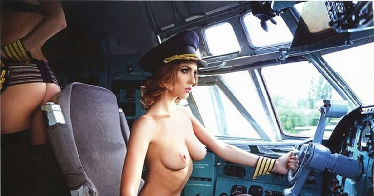 styuardessi-golie-video-konchit-v-pozhiluyu
