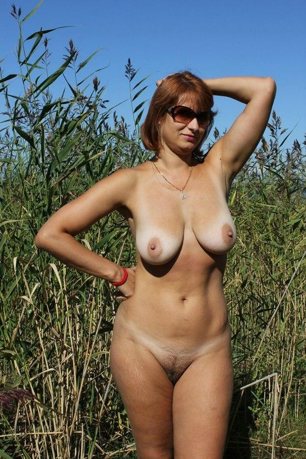 Голые женщины за 40 на природе