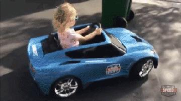 Девушки тоже умеют круто парковаться