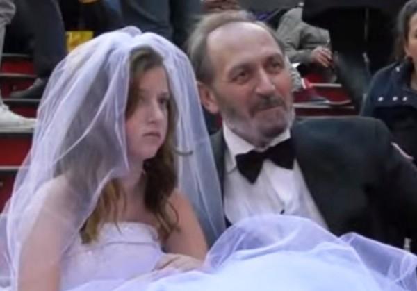 Невесты раком стоят видео