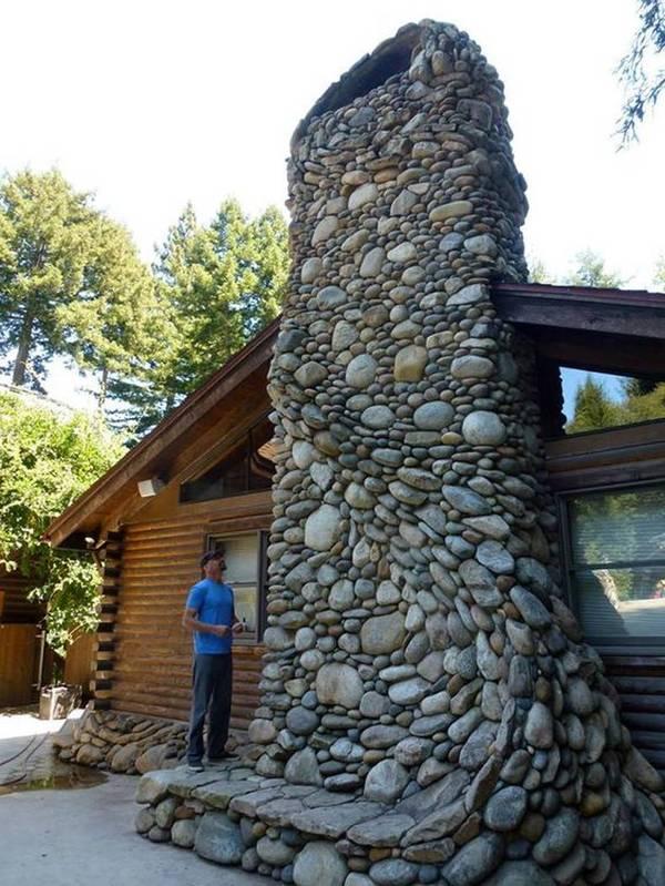 Каминный дымоход из речных камней и гальки