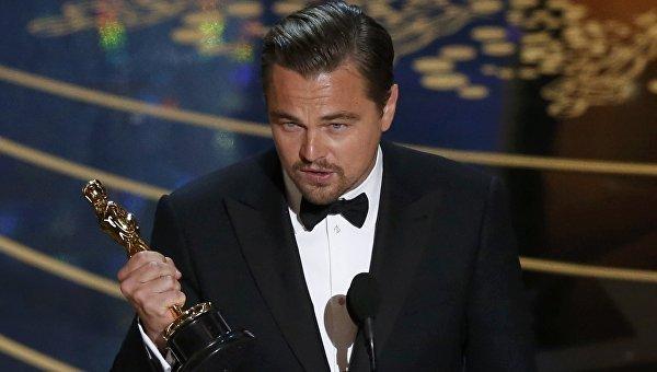 "Первое фото Леонардо Ди Каприо с ""Оскаром"" без фотошопа"