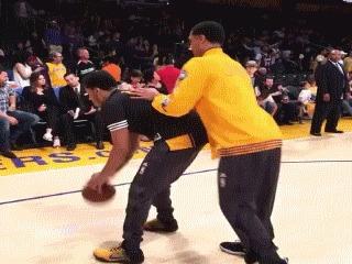 Потерялся =D Баскетбол, NBA, Los Angeles Lakers, Обманное движение, Симпсоны, Гифка