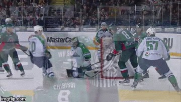 Гончаров швыряет шлем Уилсону в голову Хоккей, Нарушение правил, Драка, КХЛ, Салават Юлаев, Ак барс, Headshot, Гифка