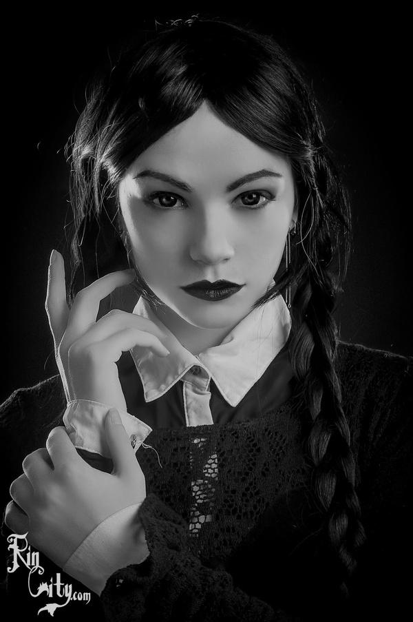 Крутой косплей на Wednesday Addams Wednesday Addams, Семейка Адамс, Косплей