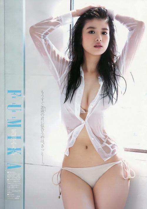 Трахает главного, красивых бикини японки