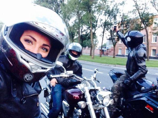 Видео реальный байкер ебет телку на мотоцикле