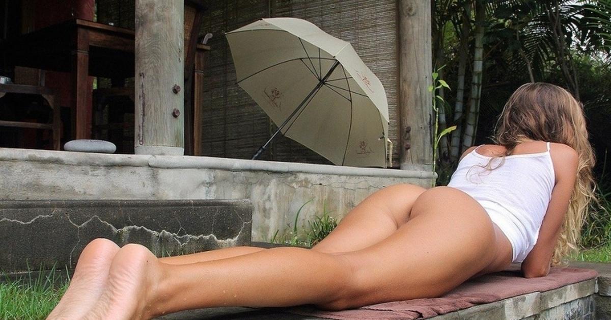 Эротичные длинные ножки голых теток