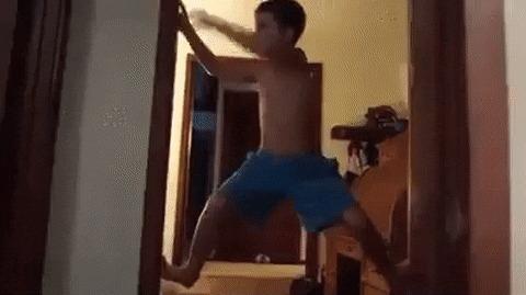 """Чемпион по игре """"пол это лава"""""""