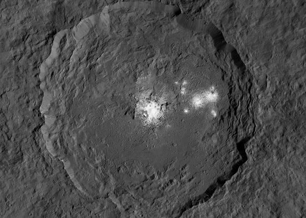 Пятна, кратеры и лед: все загадки Цереры Космос, NASA, Церера, The National Geographic, Видео, Длиннопост