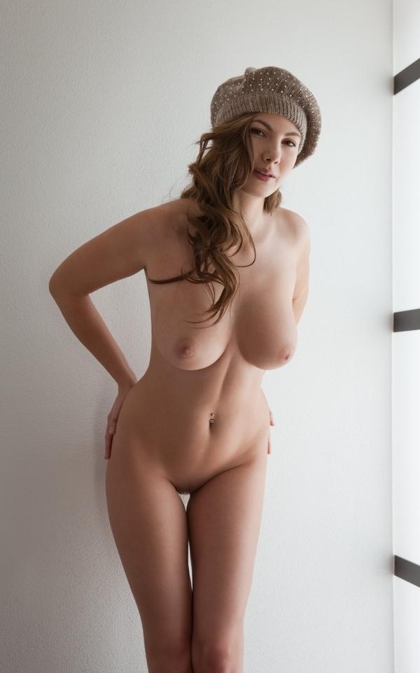 Самые фигуристые голые телки на фото и видео