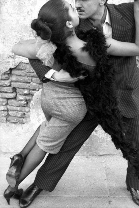 Красивые и трогательные моменты танцев в черно-белом изображении танец, парень и девушка, красивое, длиннопост