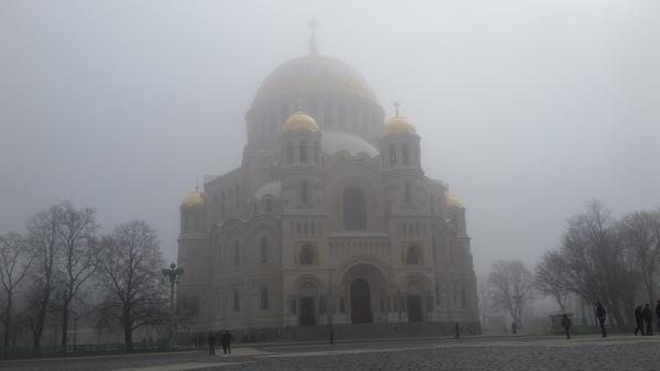 Никольский морской собор в утреннем тумане