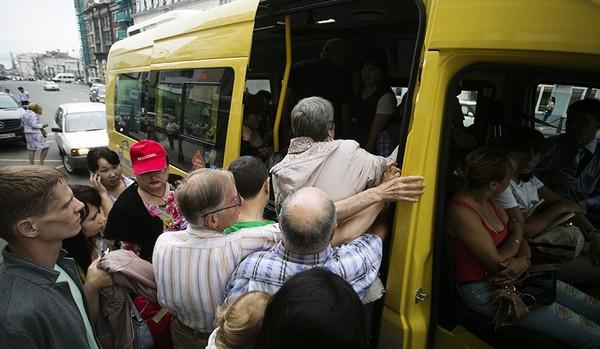 Трется в общественном транспорте