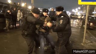 Приёмы сотрудников полиции иногда похожи на мортал комбат)