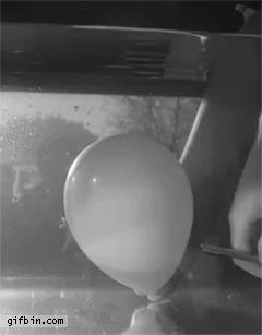 Как лопается шарик под водой