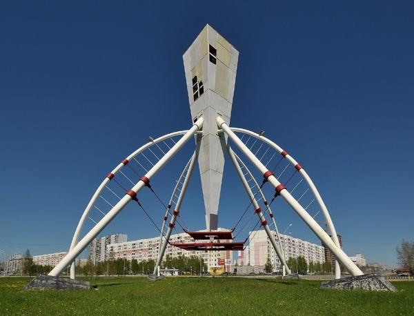 Непонятный монумент в Нижневартовске Нижневартовск, Вафельный рожок, Факел