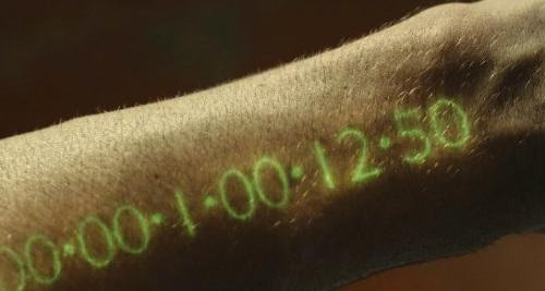 В Японии создан носимый на теле светодиодный индикатор толщиной всего 3 мкм Импланты, Время, Технологии будущего, Датчик, Антиутопия