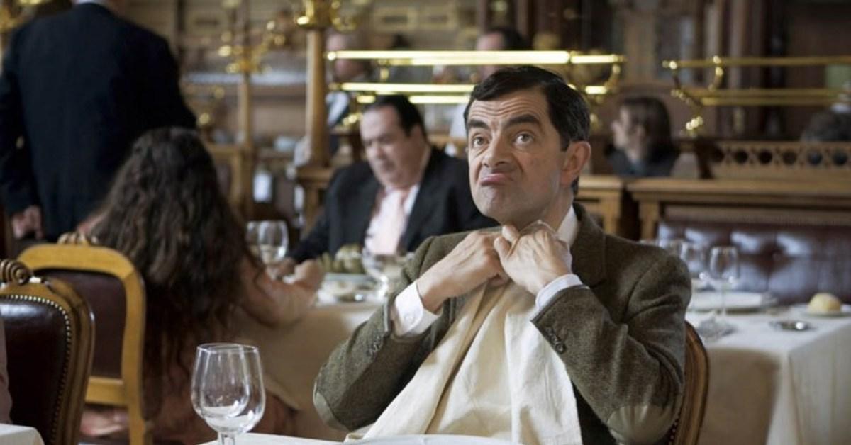За столиком в ресторане без трусов #2