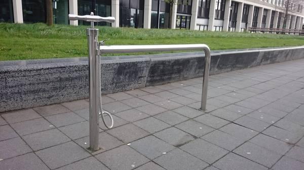 Вело парковка с подкачкой шин