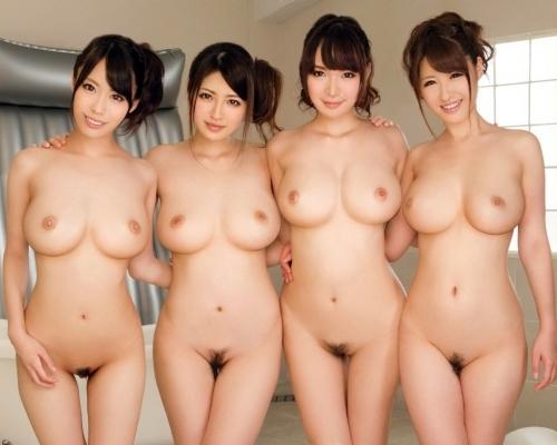 Японские модели с голыми письками